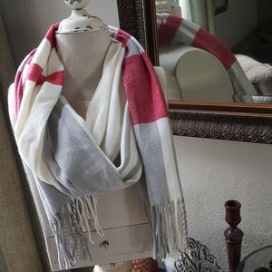 GAP Super soft yard tassel color block scarf